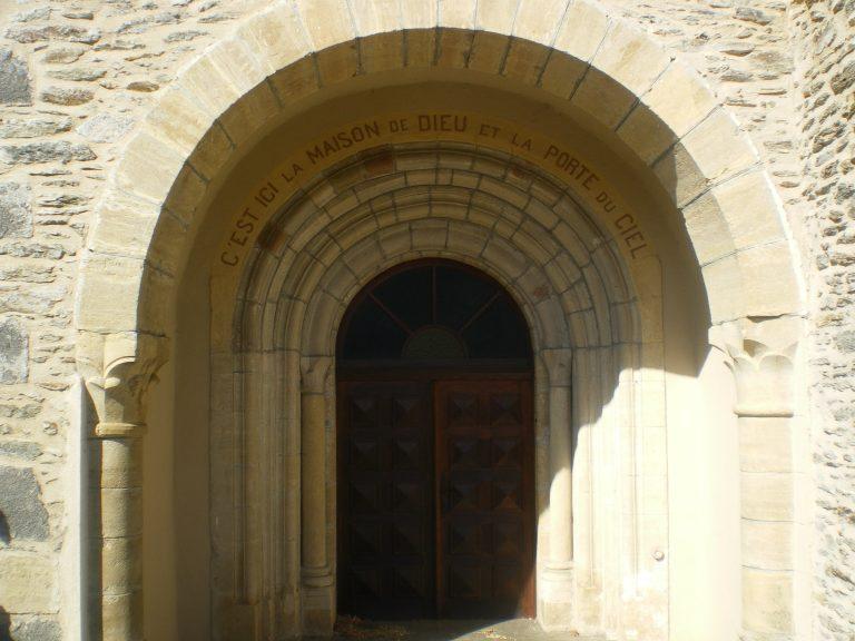 Porche de l'église du Cayrol